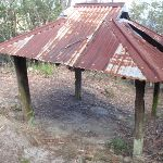 Old shelter at the top of the Den Fenella track (184461)