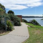Path leading into Greens Point Park (256211)