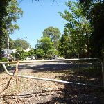 The end of Ridgeway Road and a locked gate near Blackbutt Reserve (400735)