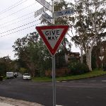 Hawthorne Ave Rail to River signs (55943)
