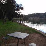 picnic table on the rivers edge (76603)