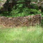Stone wall next to track (93865)